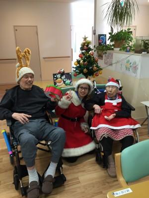 クリスマスイブに可愛いサンタとトナカイさんが来てくれました
